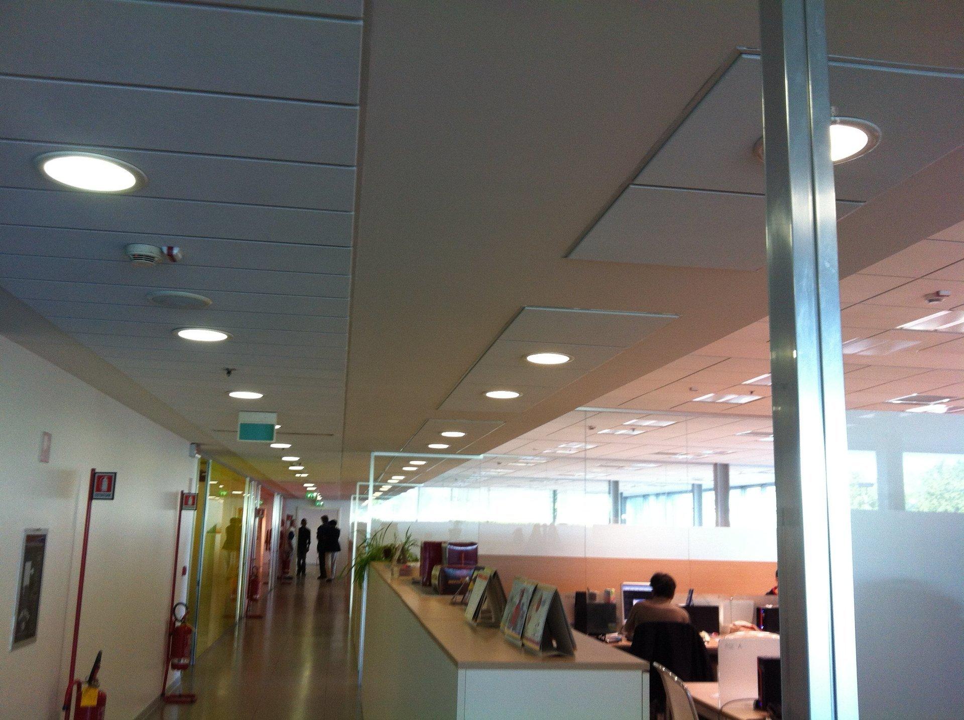 soffitto di un interno di un azienda