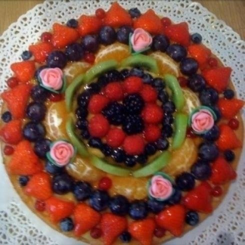 Torta con molta frutta