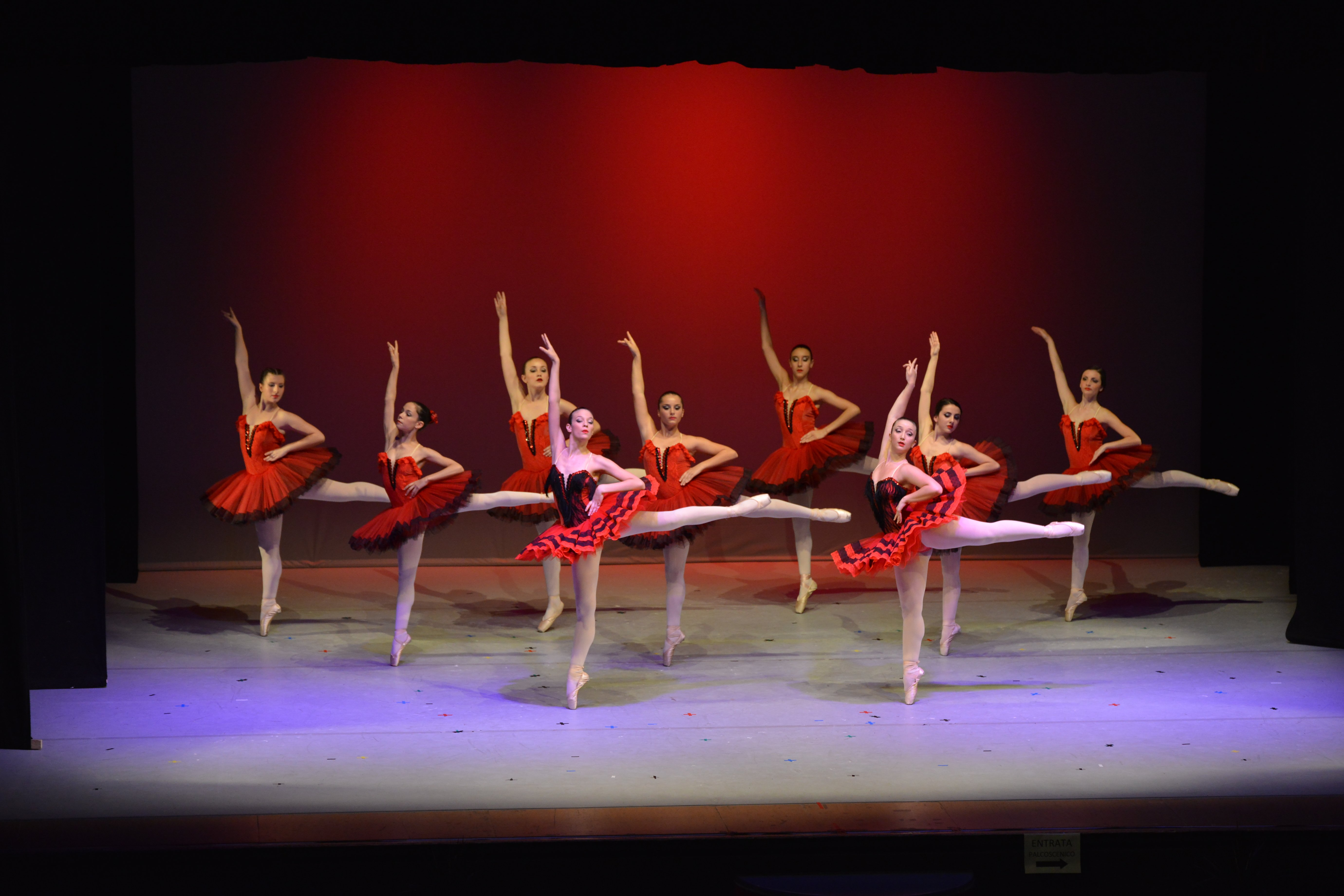 ove ballerine di danza classica sul palco
