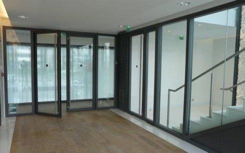 realizzazione porte in vetro su misura