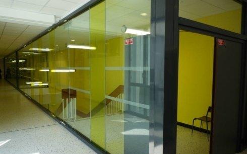 realizzazione pannelli divisori in vetro