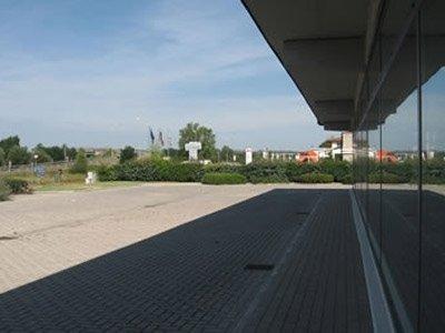 vetrata piazzale azienda