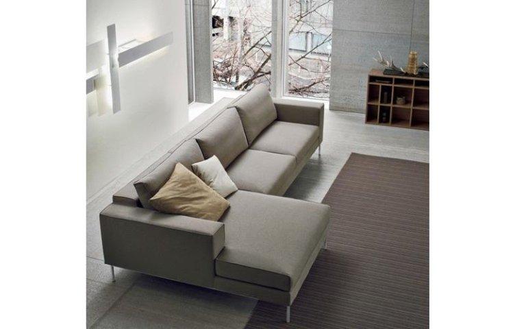 divano grigio chiaro