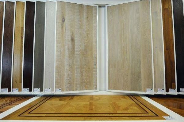 esposizione di essenze di legno