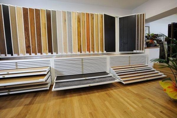 espositori di legno per pavimenti
