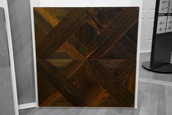 modulo quadrato di legno scuro