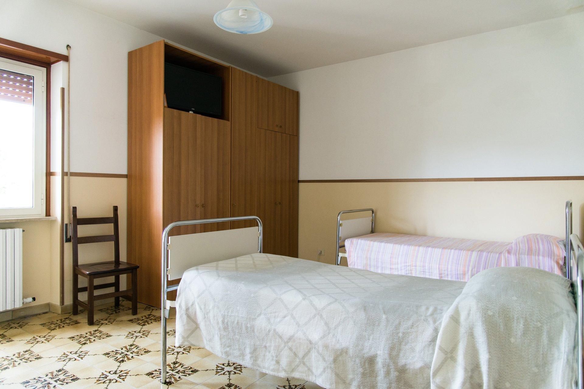 armadio e due letti