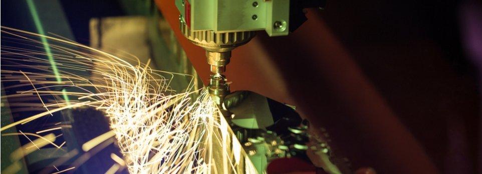taglio laser con macchinario CNC