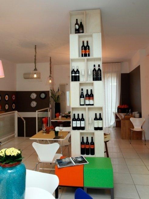 Il locale offre un selezionato assortimento di vini italiani. L