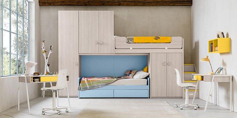 una cameretta con due scrivanie e al centro un letto con un armadio a ponte - arredamentio - Treviso