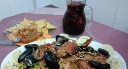 paella con crostacei, sangria, piatti unici di pesce, cucina etnica