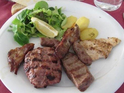 Grigliata mista di carne con contorno