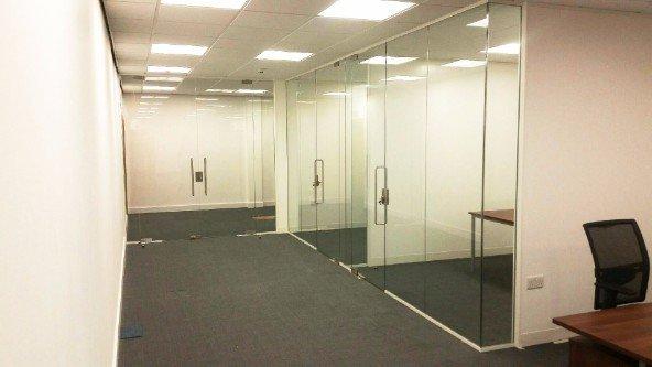 Uffici costruiti in cartongessi e vetro