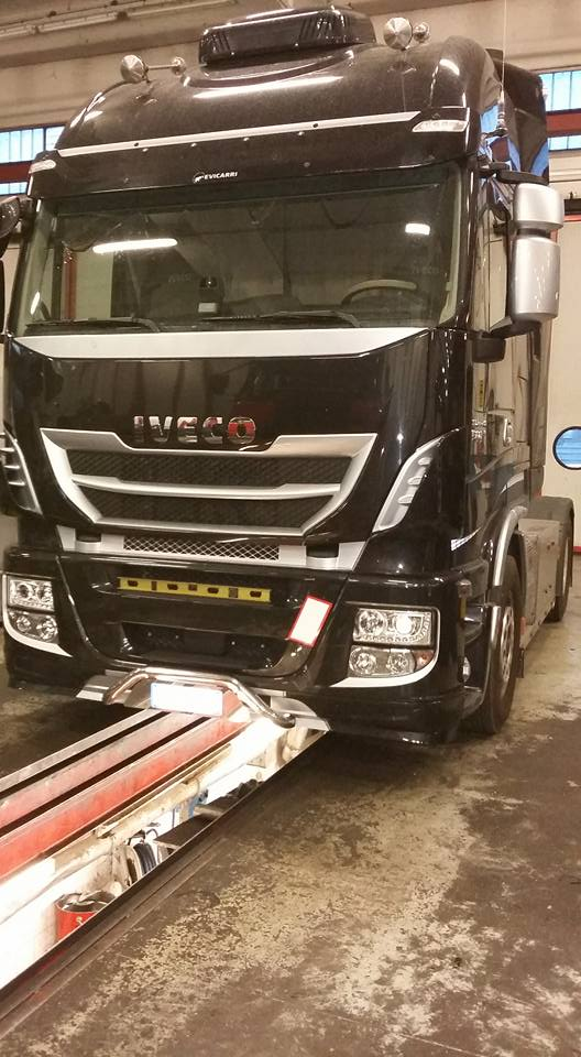 camion IVECO in officina