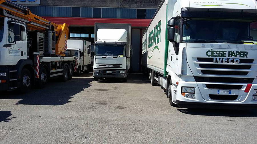 vista frontale di camion IVECO