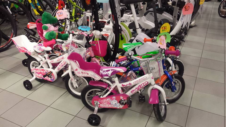 esposizione di bici da bambino