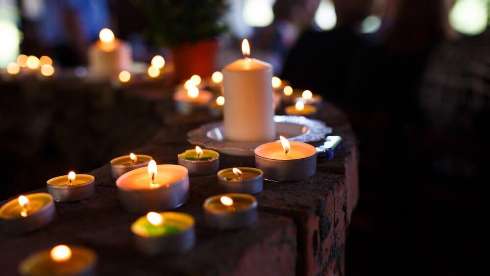 candele ad un funerale