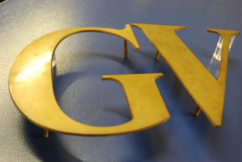 Le lettere G e V di grandi dimensioni