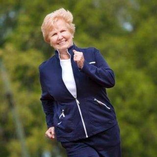 anziani che corrono