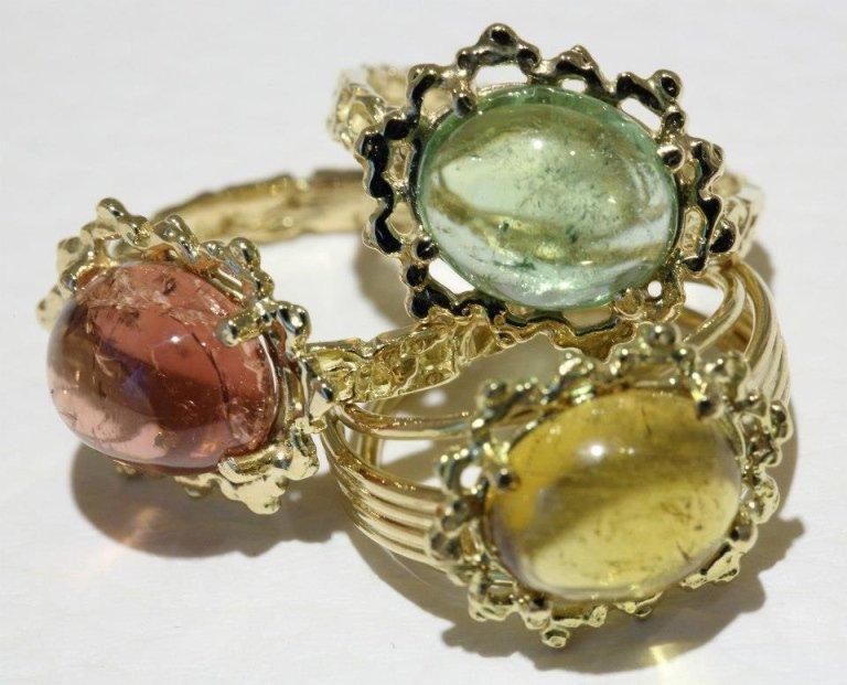 anelli in oro giallo con pietre dure