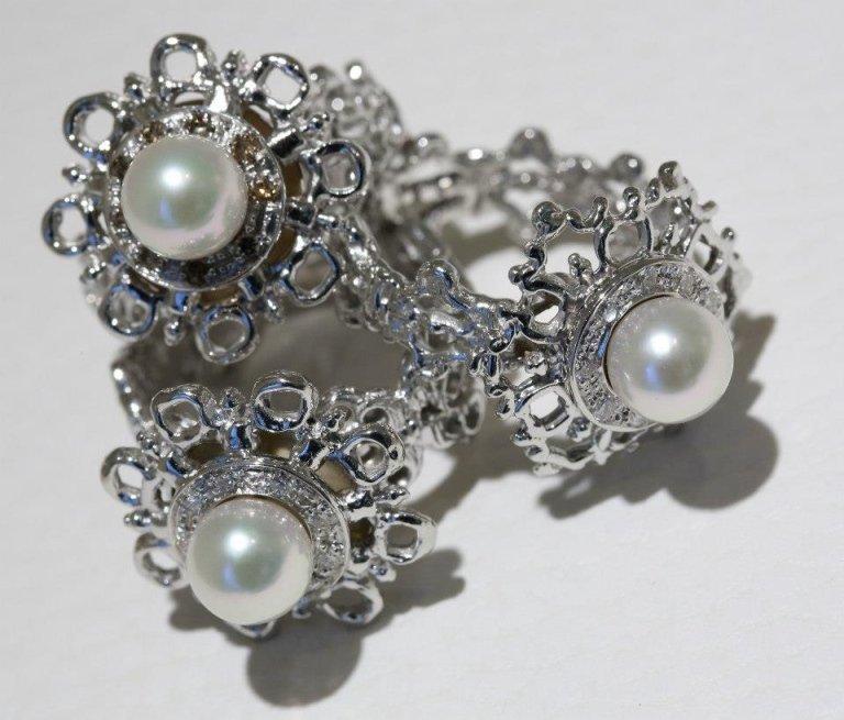 parure in oro bianco e perle