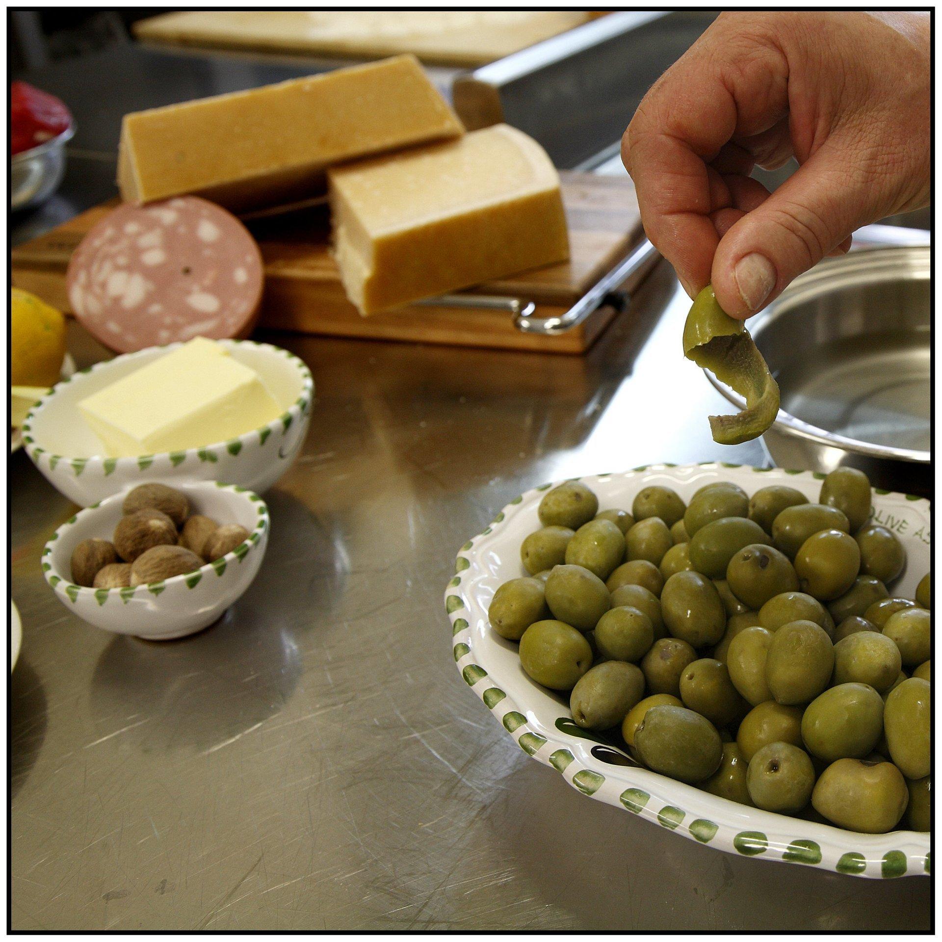 olive, salumi e formaggi