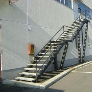 Una delle due scale d'emergenza