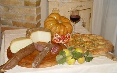 Cucina con specialità marchigiane