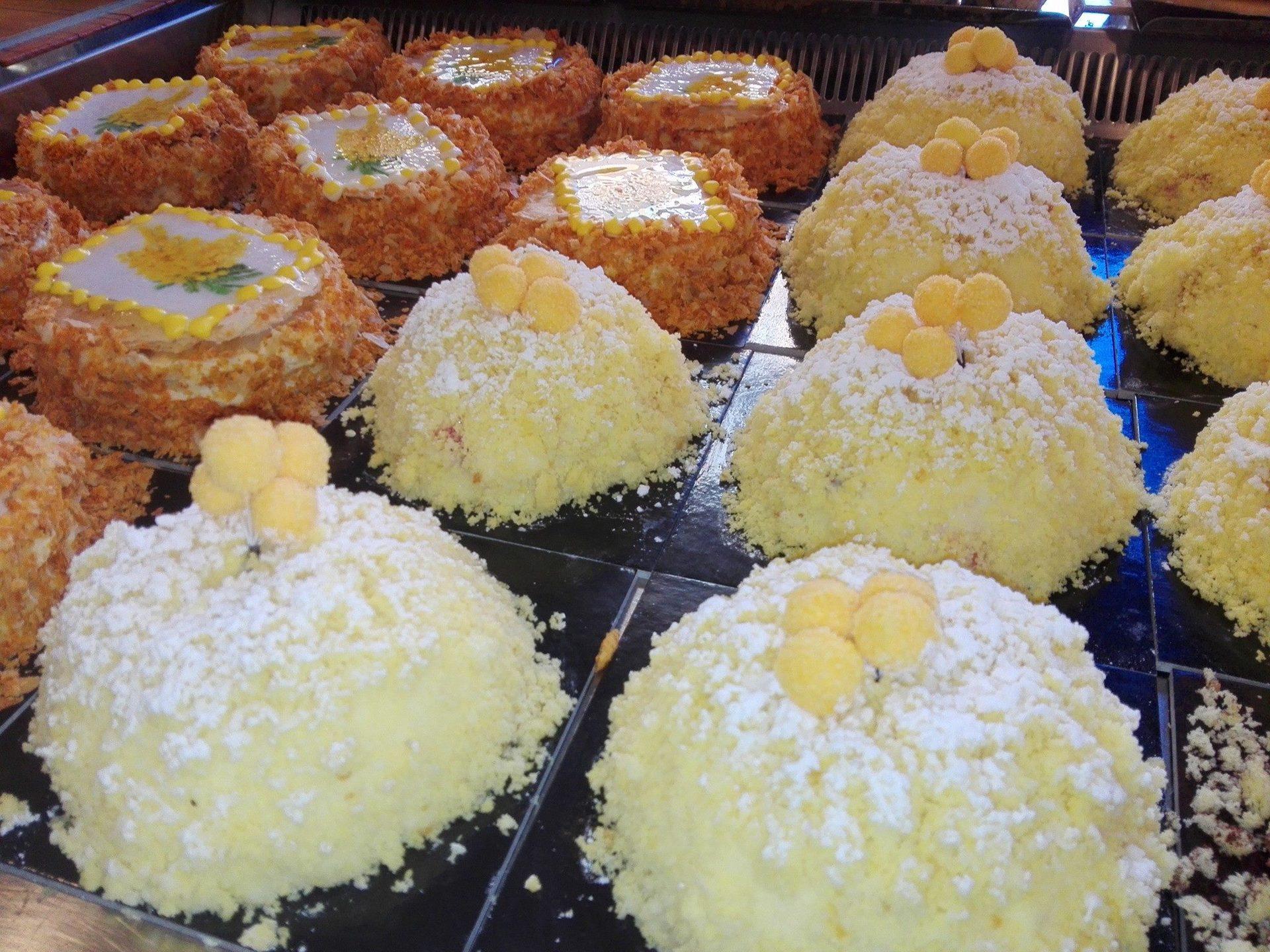 delle torte di meringa e di altri tipi