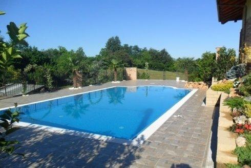 piscina per complesso abitativo