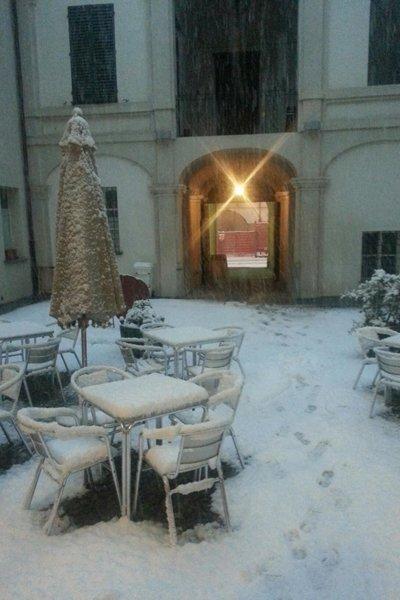 esterno della caffetteria con neve