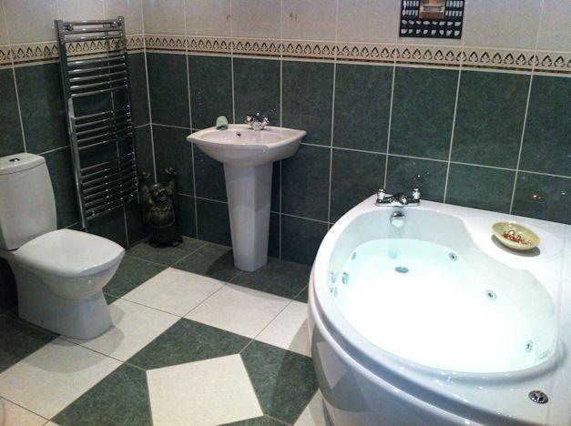 stylish bathroom interiors