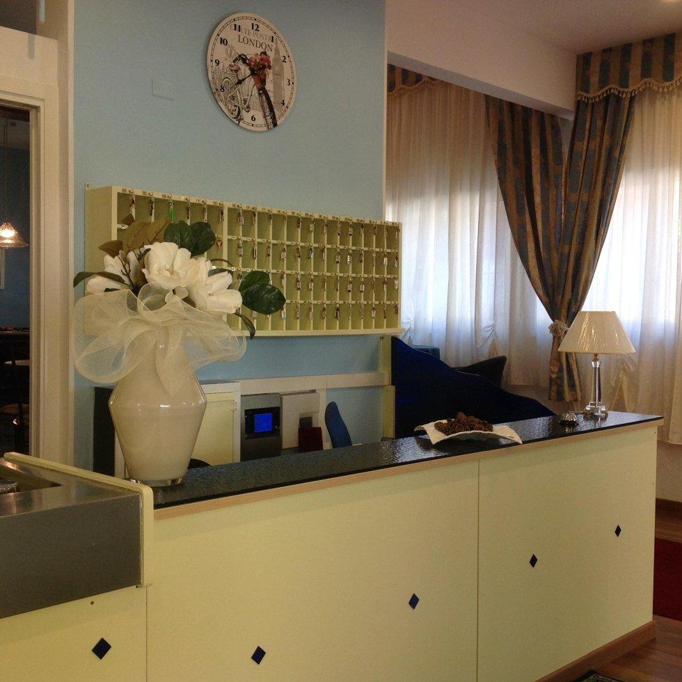 reception hotel 2 stelle