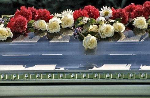 addobbi floreali per servizi funebri