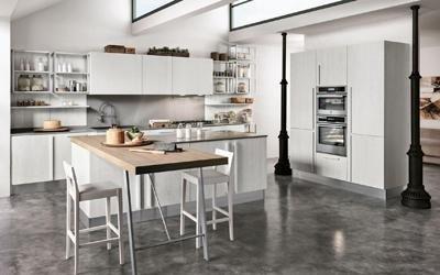 cucina moderna completa di elettrodomestici e accessori