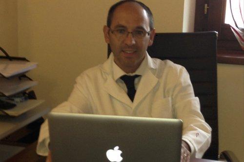 foto di medico in studio