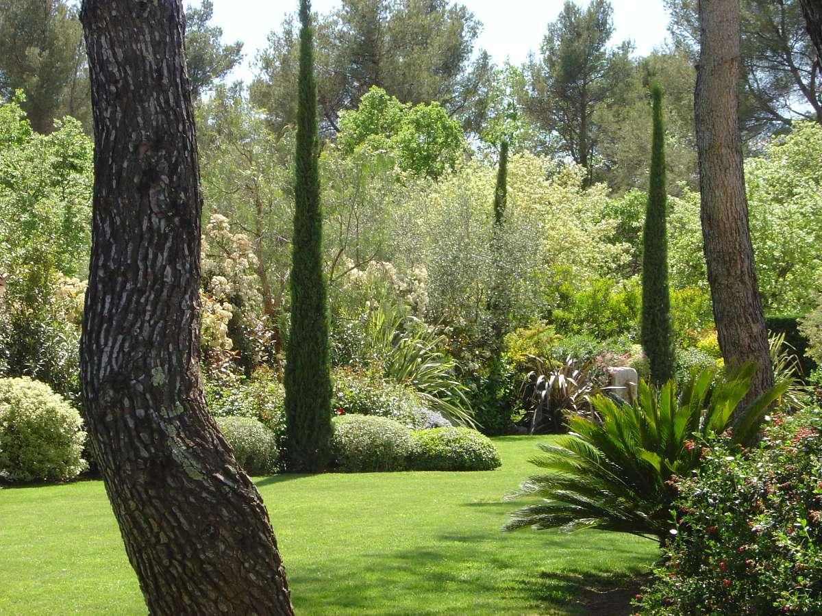 Delta paysage entreprise de jardin sp cialiste de l 39 am nagement et de l 39 entretien d 39 espaces for Entretien de jardins