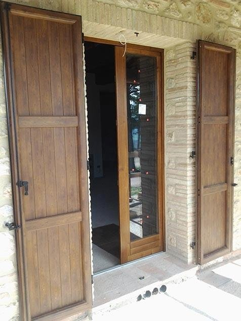 Porte finestre in legno massello