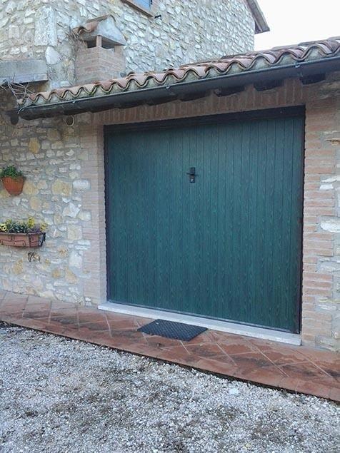 Porte finestre in legno dipinto