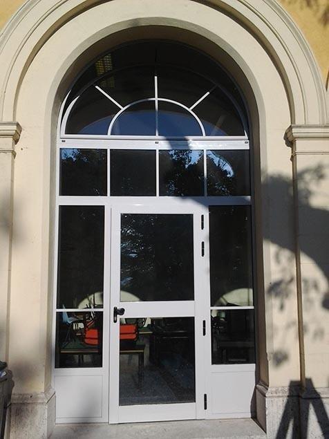 Portone vetro con arcata