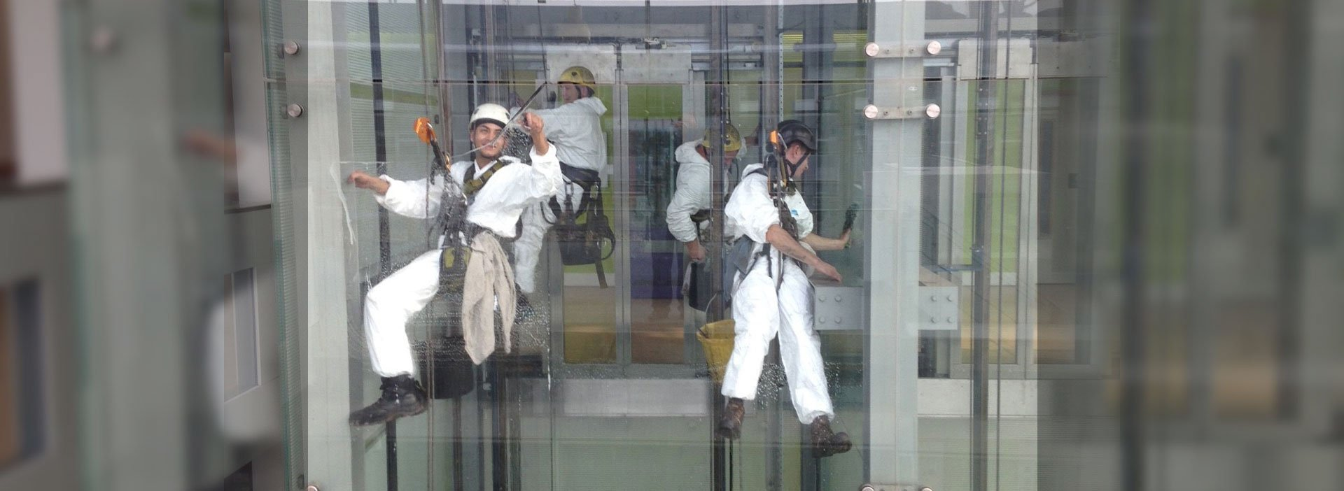 Abseiling cleaning