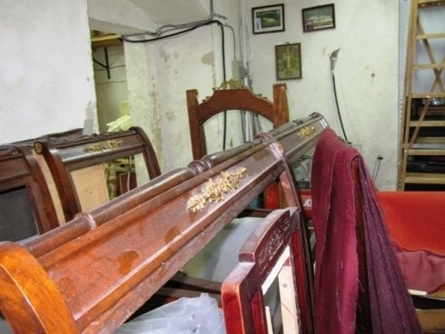 Telai di mobili da riparare