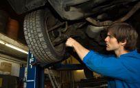 Mechanic providing auto maintenance service in Honolulu, HI