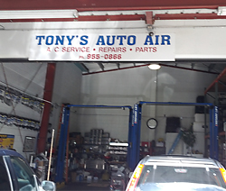 Couple happy with car repair estimate in Honolulu, HI