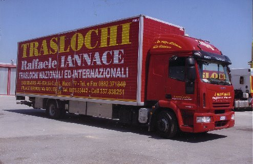 Camion rosso traslochi