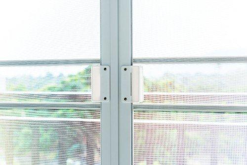 Zanzariera installata a una finestra