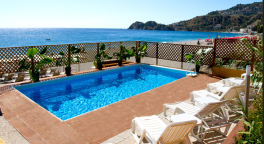 struttura alberghiera, albergo con piscina, soggiorni estivi