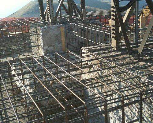 delle strutture in metallo di un edificio in costruzione