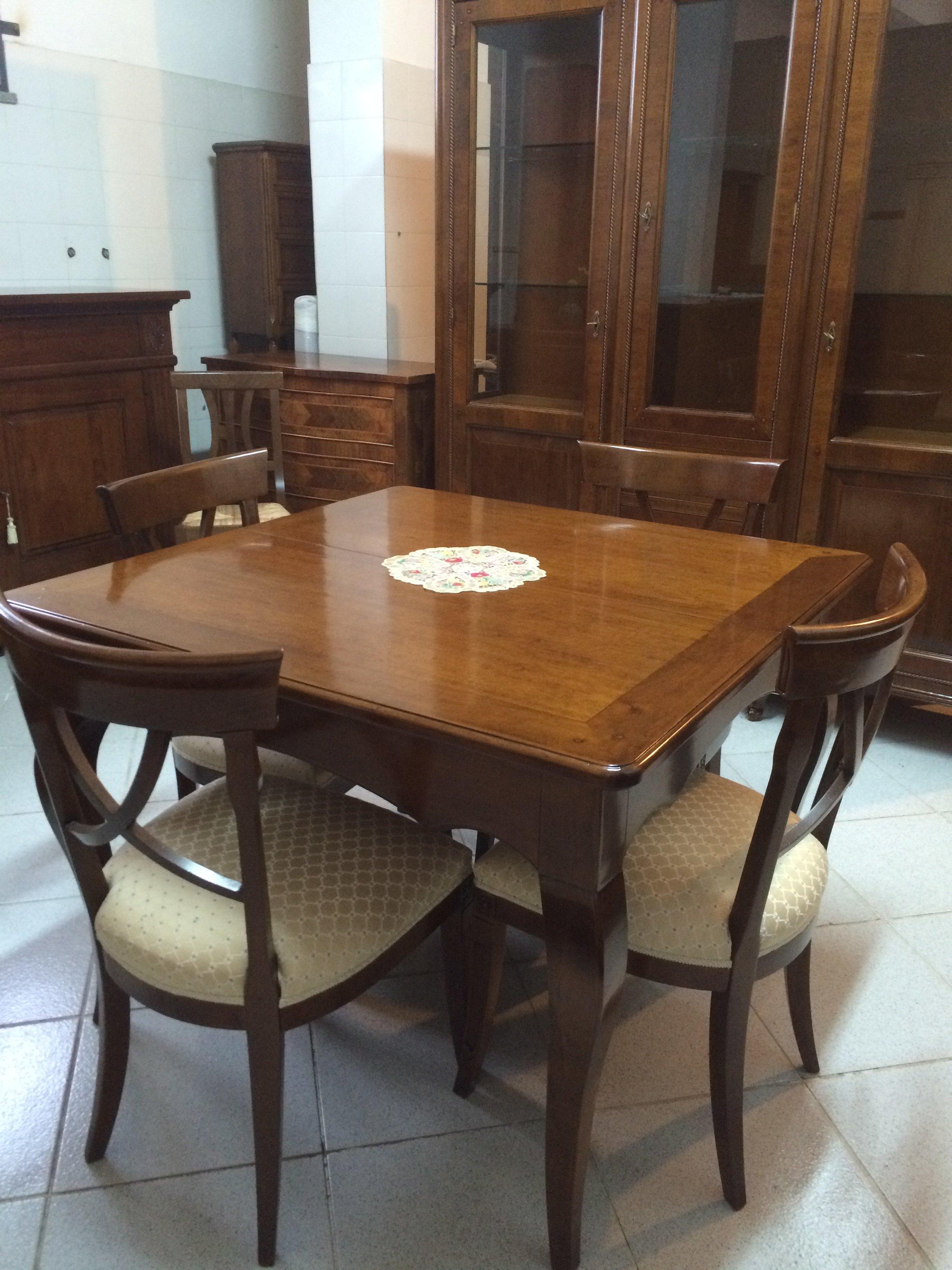 tavolo artigianale in legno con sedie