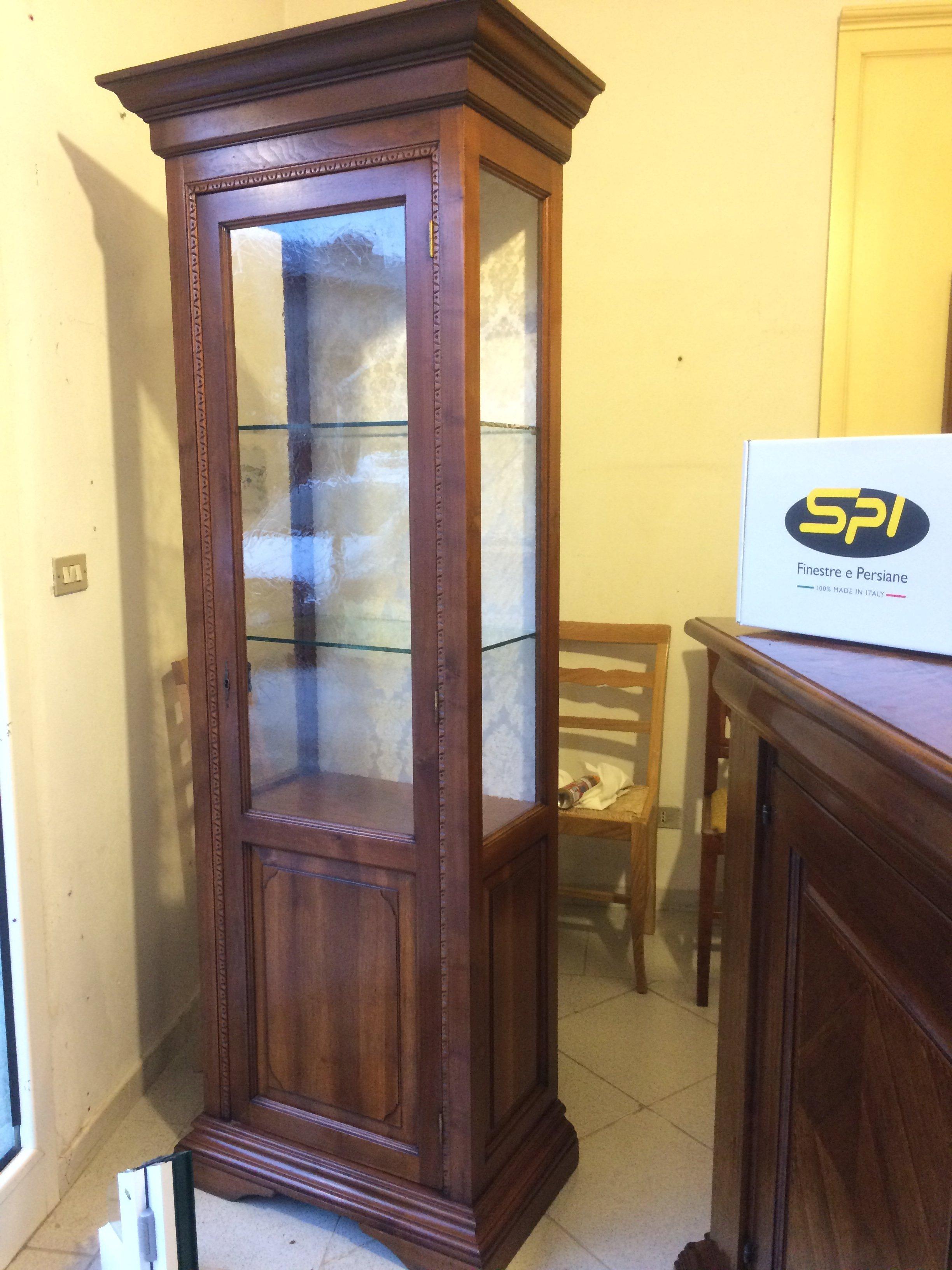 vetrina da salotto in legno